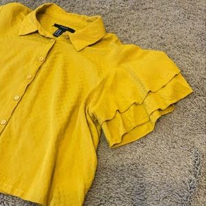 Golden yellow ruffle blouse 🌞🌼